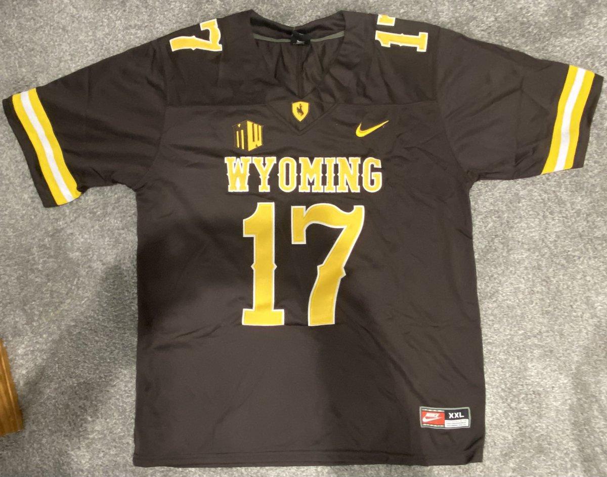 This jersey looks reallllly good. @JoshAllenQB @BuffaloBills @wyo_football #GoBills #BuffaloBills #JoshAllen #WyomingCowboys