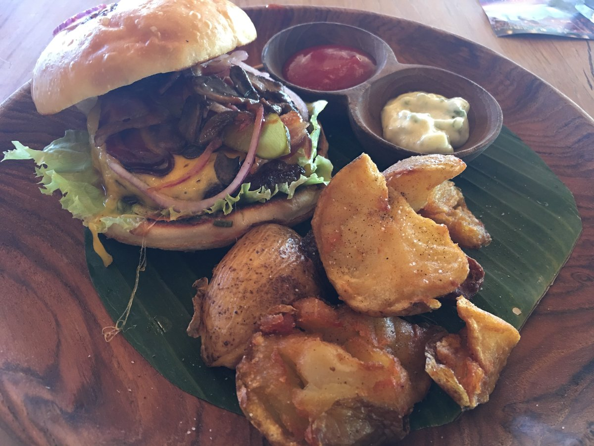 Our Lunch At Finns Beach Club In Bali     #travel #lookatourworld #travelbloging #travelbloggers #BakedAppleCrumble #BeachClub #Burgers #HoneycombGelato