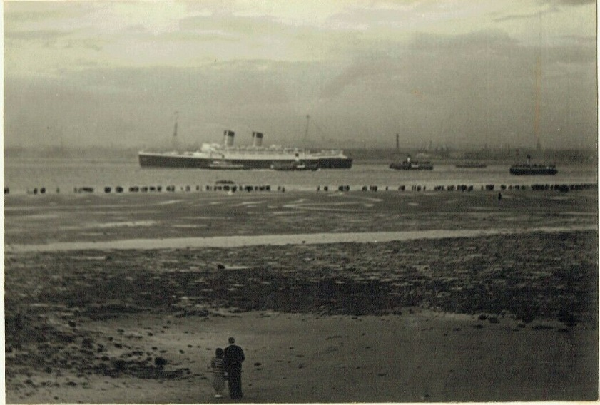 R.M.S. Mauretania (2) leaving #Liverpool on her maiden voyage to New York, 17th June 1939-Photo by G.V.Brown.