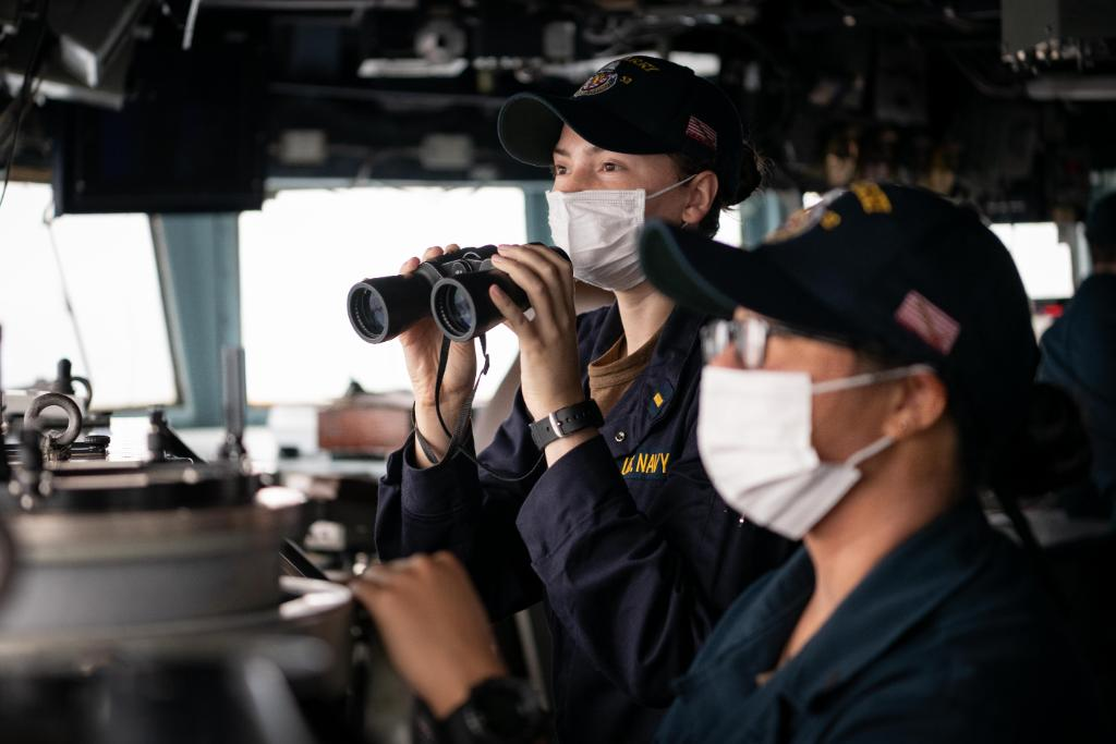 March is #WomensHistoryMonth, and today, women in the #USNavy are contributing every day, in every way to defend freedom, preserve economic prosperity, and keep the seas open and free. 🇺🇸 ⚓
