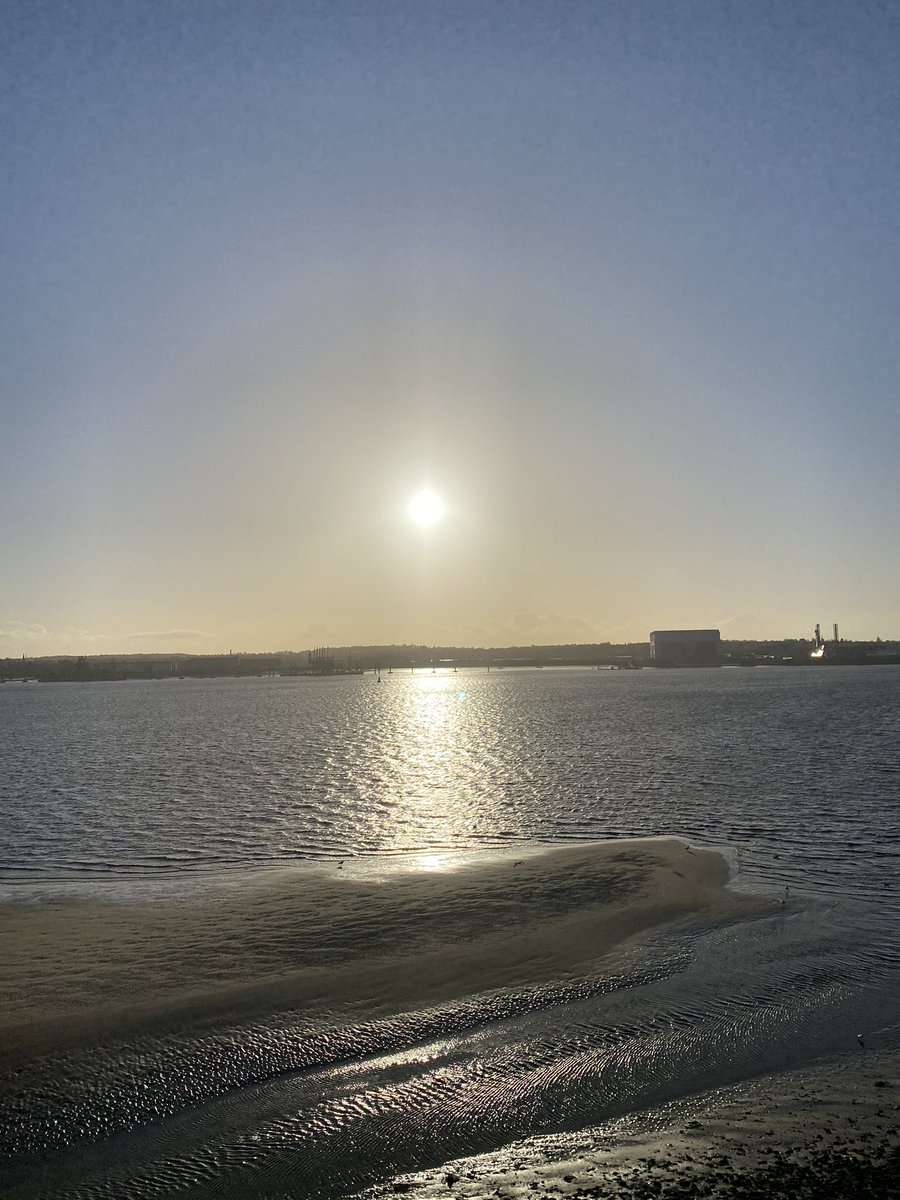A 'beachy' Mersey today to start March. #liverpool #sunset
