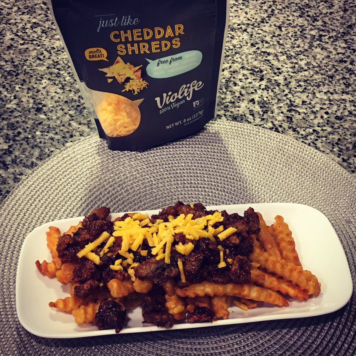 Let's #tgif with some fried #vegan #comfortfood chili cheese fries. Don't forget you can vote once daily for free to get me to the top 10 👉🏽👉🏽👉🏽  Link also in bio #cheflife #favchef #favchef2021 #violifecheese