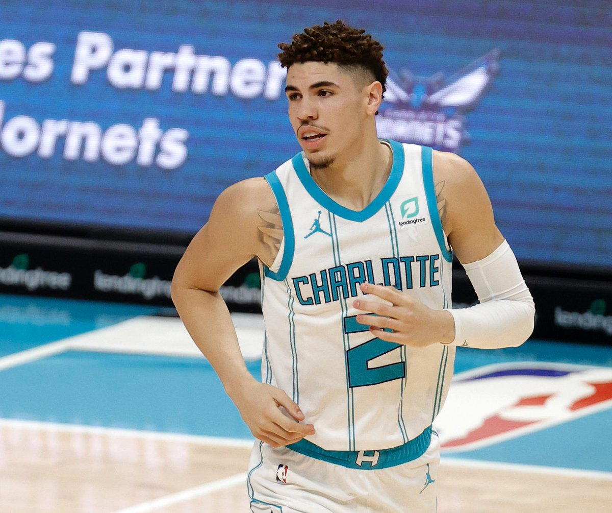LaMelo Ball continued his ROY campaign despite the L:  30 PTS 8 AST 6 REB 4 STL 55 FG% 71 3P%  Crazy how good he is already. 🔥🔥 https://t.co/CtbCYx5YYz
