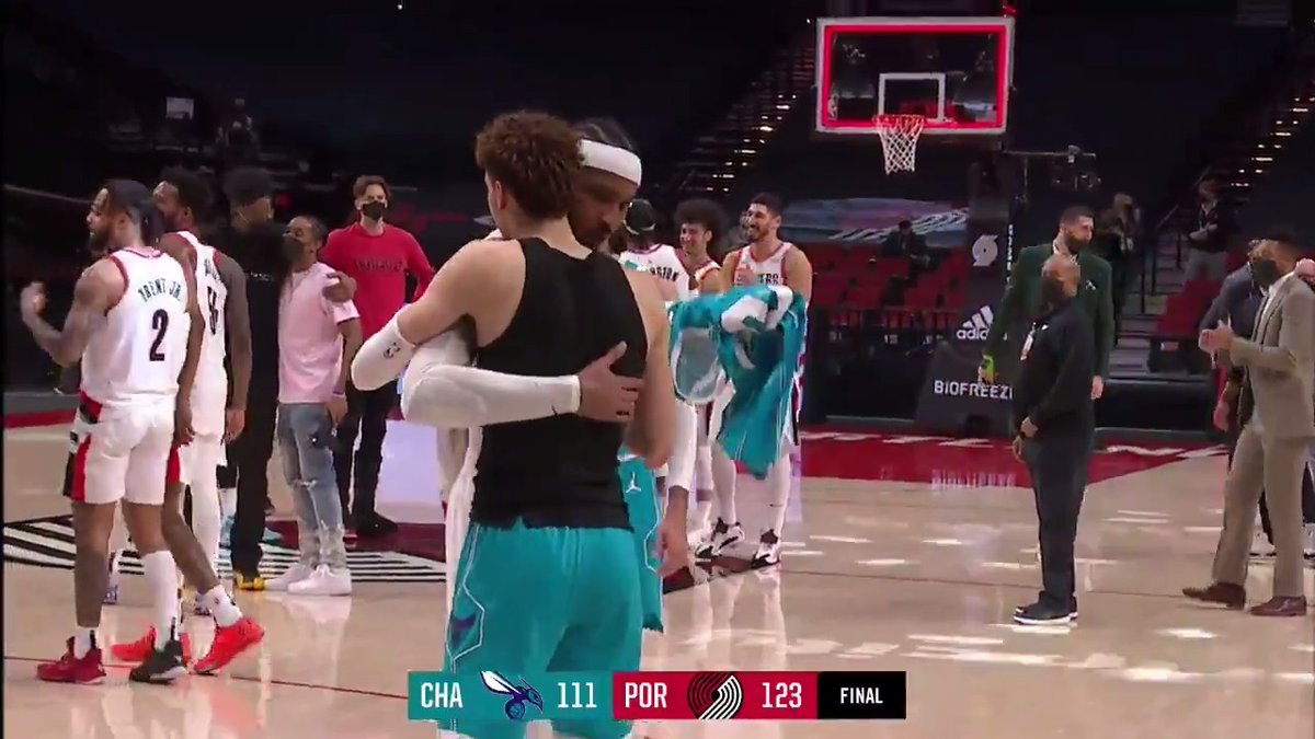 Carmelo Anthony and LaMelo Ball swap jerseys after the game. ✊   https://t.co/fEPuEwGQ80