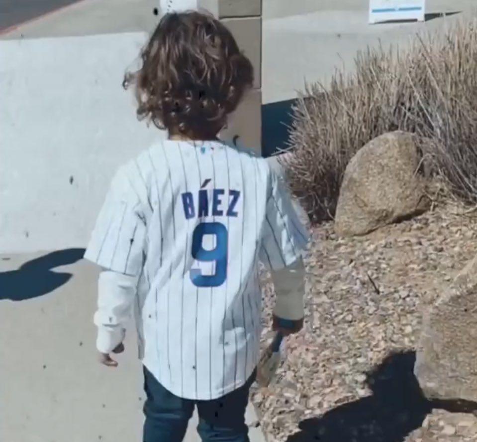 Adrian Báez went to watch dad play earlier today. ❤️ #Cubs (📸: @Mariie_4)