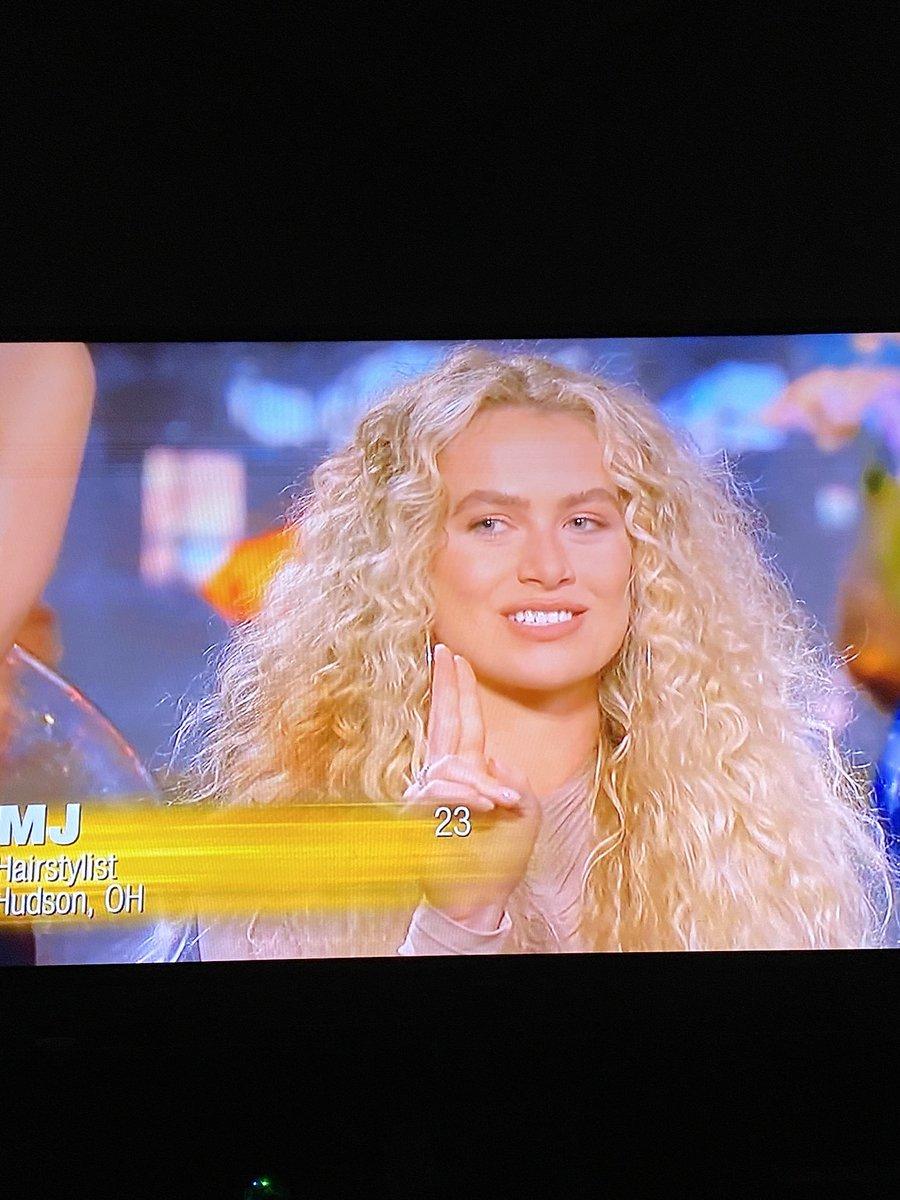 MJ channels Rebecca Gayheart from Urban Legend. It's uncanny #womentellall #TheBachelor