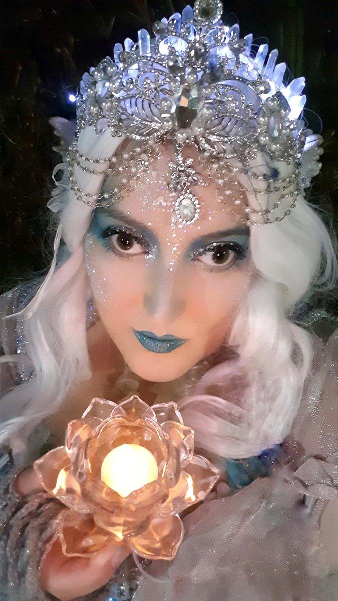 Happy #mermaidmonday, friends! 💕  .  #Mermaid #Monday #mermaids #MondayMotivation Happy 1st #winter #light #legallyblind #plussized #glowup #arcticmermaid