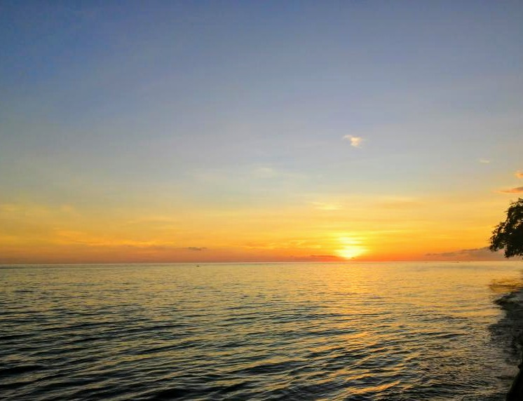 Happy March everyone. Thanks for all the interaction with us. 😊😊 Enjoying another beautiful Philippines tropical ocean sunset. 🌴🌊🌞 #Philippines #travel #sunset #beauty #nature #ocean #IOP #thanks