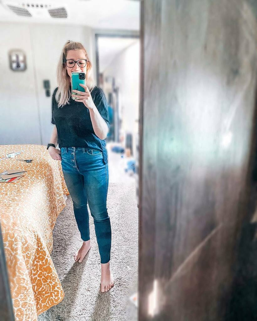 I guess tik tok decided that wearing skinny jeans mean you're old. 🤷🏼♀️⠀ ⠀ well, jokes on tik tok because bitch, we been known i'm old!⠀ ⠀ #latergram #travelblogger #exploretocreate #adventure #visualsoflife #fun #instagood #travel #travelgram #wand…