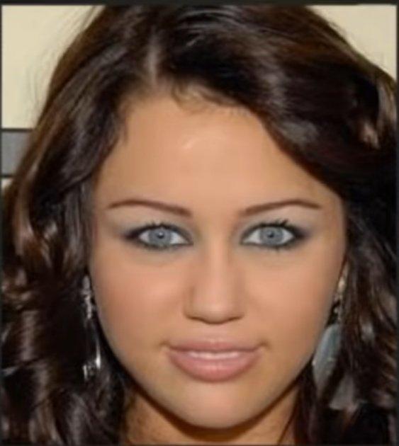 Eu ainda não superei essa foto da Miley Cyrus, eu choro de rir toda vez que vejo  #MileyCyrus #meme