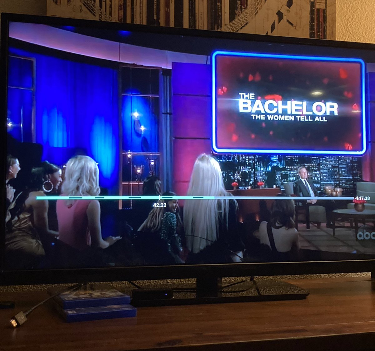 WAIT. That's the back of Heather's head LMAO...I didn't even realize she was there #TheBachelorABC #WomenTellAll