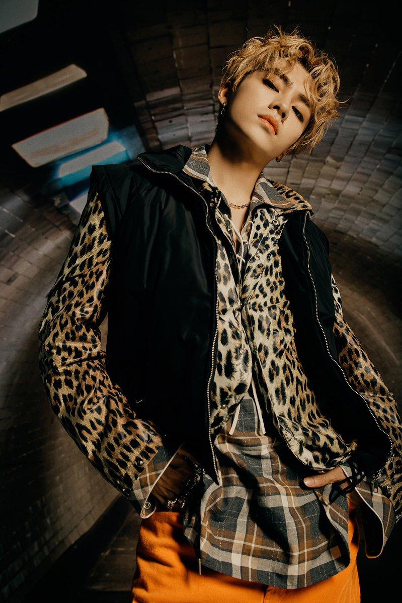 WayV_'Kick Back – The 3rd Mini Album'_Concept Images(Hitchhiker Ver.)2_XIAOJUN  #WayV #WeiShenV #威神V #XIAOJUN #肖俊