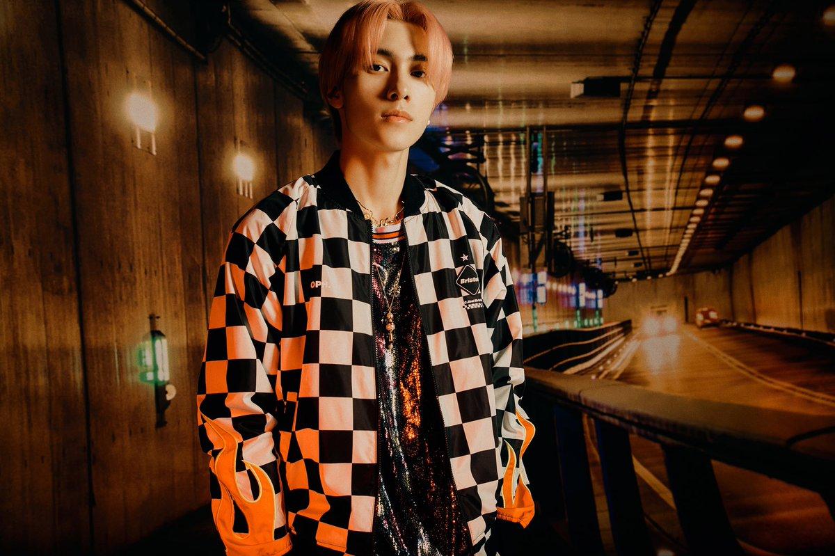 WayV_'Kick Back – The 3rd Mini Album'_Concept Images(Hitchhiker Ver.)2_HENDERY  #WayV #WeiShenV #威神V #HENDERY #黄冠亨