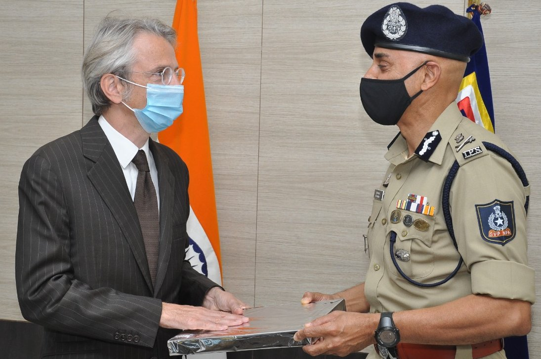 In SVPNPA, a world-class Police Academy.  We believe closer ties between 🇮🇳 & 🇫🇷 police forces can help address both traditional threats & emerging challenges such as #cybersecurity and #AI. That is why we are building a long term partnership b/w 🇮🇳 @svpnpahyd and 🇫🇷 @IHEMI_fr https://t.co/GOHej6S5CO