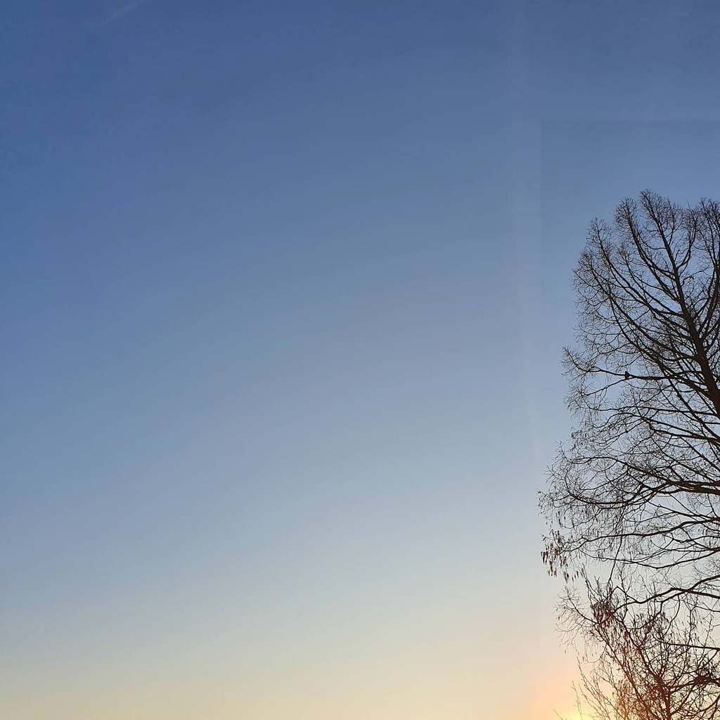 Good morning  - - - - - #dutchsky #hollandscheluchten #040 #ehv #eindhoven #igeindhoven #eindhovencity #thisiseindhoven #sharethevibe #eindje #streets_vision #goodmorning #goedemorgen #sunrise #instasun #moodygrams #instamood #instadaily #beautifull #like #love #samsung #s10…