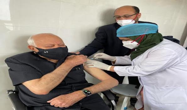 Farooq, wife receive COVID-19 vaccine shots at SKIMS #FarooqAbdullah #COVID19Vaccine  #NationalConference #SKIMS