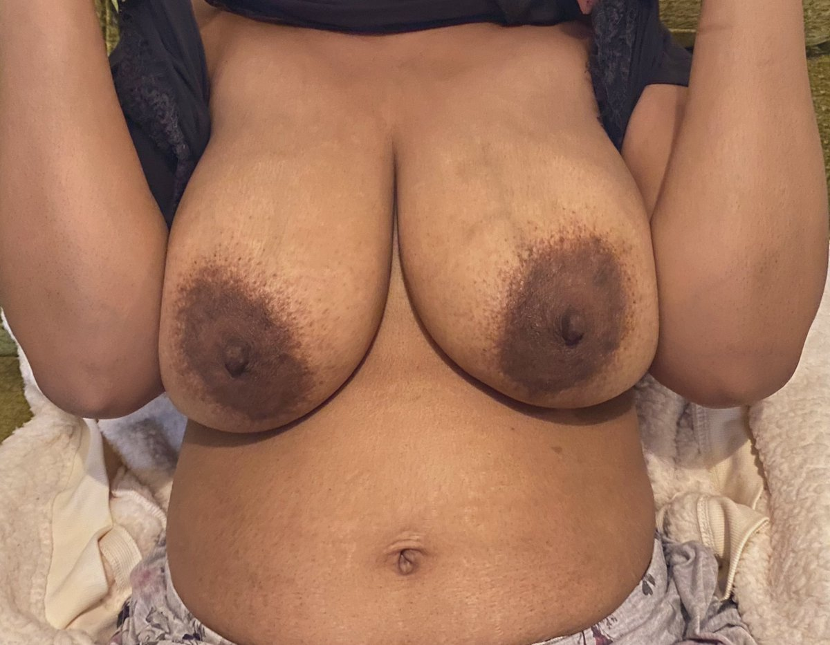 A quick flash for #TittyTuesday - have a great day! #BigBoobs #BigTits #TittyFlash #BoobFlash #MILF #Topless #Nipples