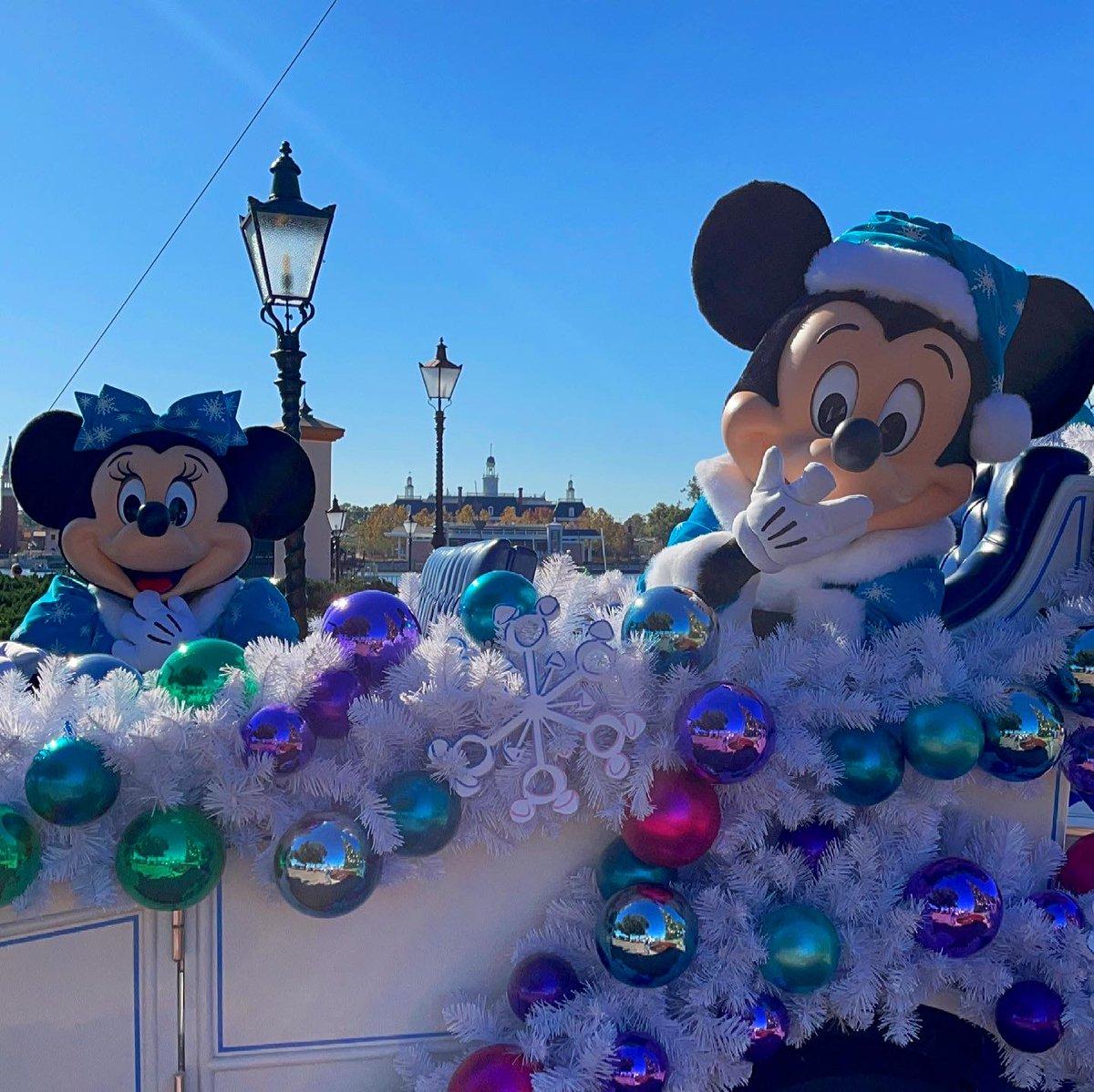 今日は世界的アイドル、#ミニーの日   去年のクリスマスに#エプコット で出会えた 可愛らしいミニーちゃんをシェアハピ✌️  今年はもっともっと可愛いミニーちゃんを拝めたら良いですね🥺❤️  #ミニー #ミッキー #海外ディズニー #ウォルトディズニーワールド #ミキミニ