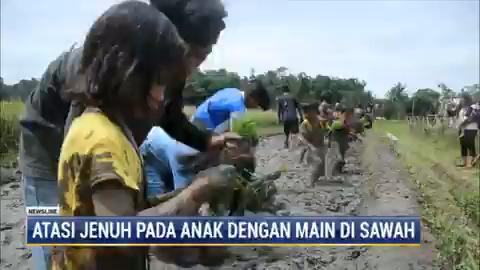 Sekelompok pemuda di kabupaten Malang, Jawa Timur, menggelar komunitas bermain bersama di sawah selama sehari penuh. Hal ini dilakukan agar mereka tidak jenuh beraktivitas di dalam rumah serta menjauhkan anak-anak dari gawai.  #NewslineMetroTV #KnowledgeToElevate
