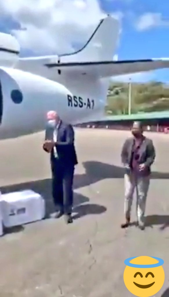#MakeInIndia  भारतीय वैक्सीन जब सेंट लूसिया पहुंची तो उसे लेने खुद वहां के PM चॉस्टरेट पहुँच गए, लार तो इमरान की भी टपक रही है, टपकाते रहो।  मजेदार ये कि विमान भी RSS- A1 है विपक्ष ने शायद अभी तक ये नोटिस नही किया।