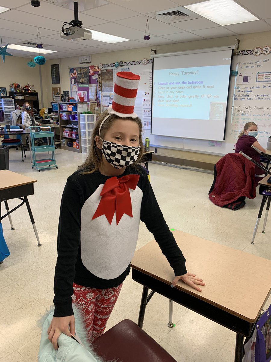 Many cats are visiting BSES to celebrate #ReadAcrossAmericaDay ❤️ 🐈⬛ 📚