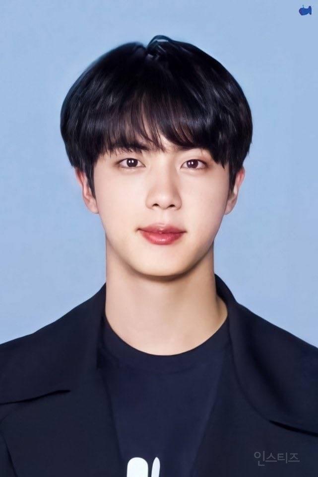 • Jin benim ideal tipim. • Bu yüzden ondan etkilendim.... • Onu her gördüğümde, bu kadar yakışıklı olmasına şaşırıyorum. • Jin, yüzündeki ışık yüzünden gözlerimi açamıyorum.....  Cr.pannkpop #방탄소년단진 #진 #Jin #Seokjin @BTS_twt