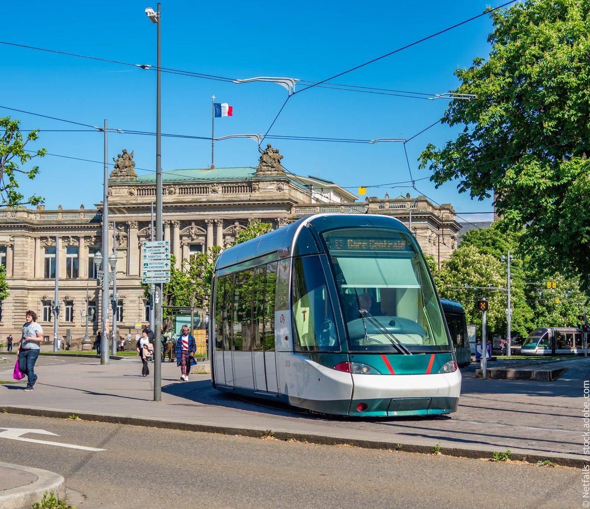 #LeSaviezVous ? A partir du 1er septembre, les moins de 18 ans pourront voyager gratuitement dans les transports à #Strasbourg. Une première en France pour une ville avec un tram ! https://t.co/NEt8kDzTQP #Alsace #tram https://t.co/g20Vp8ajuG