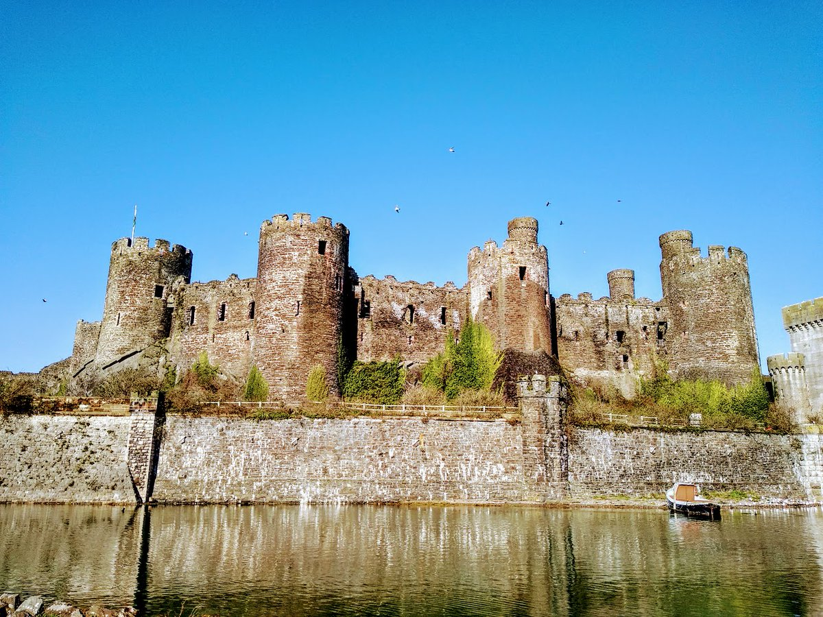 A stunning day in March; such crystal clear sky as if the stars are shining at the same time as the sun #Conwy #sky #blue #photos #StormHour #weather #ConwyCastle #Castle #medieval  #SilentSunday
