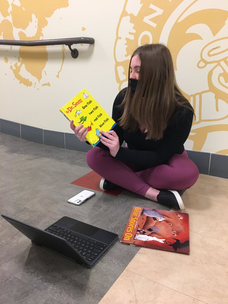 @MHSEdRising celebrating #ReadAcrossAmericaDay by reading to our friends at the elementary school virtually! #MontourProud