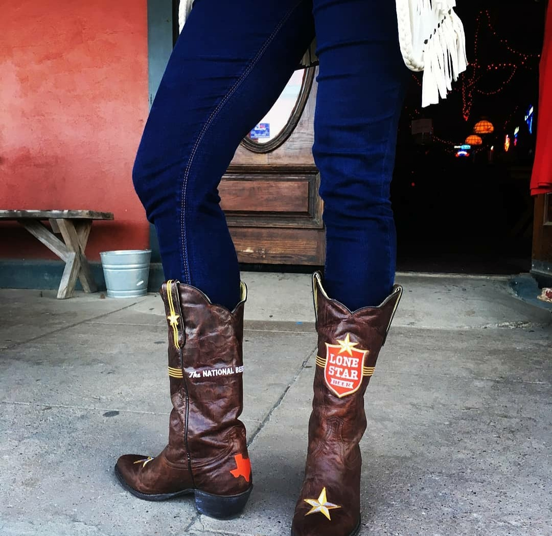 Happy Texas Independence Day! Grab yourself a cold @lonestarbeer and enjoy the day!  #texasindependenceday #NationalBeerOfTexas #Texas #Boots #HustleWithGrace