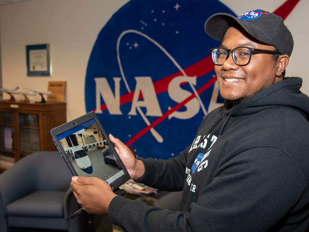 Now's your chance to join the NASA family!  Get your application in to @NASAInterns by March 5th for paid, virtual internships this summer. We believe in you! 💫