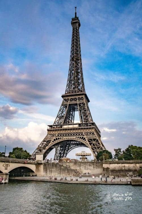 The square deals outstanding sights of Arc de Triomphe and also the Louvre. Read the full article: What to see in Paris for first time travelers ▸  #France #Paris #Travel #Traveltips #WhattoseeinParis #FlooringDirectAccess 📄 🔦 👀