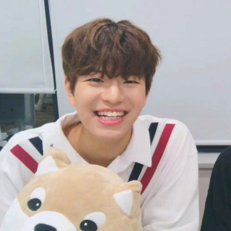 If you see this comment with puppy emoji🥺💖🐶🐶 #straykids #seungmin #straykidsworlddomination #SKZKingdomINTROStage #stay