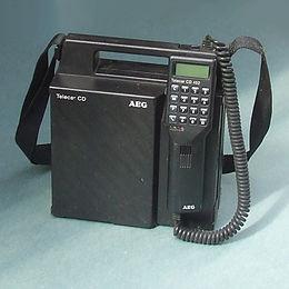 test Twitter Media - @GroenMNG @mennovaneck @NOS 2050 is dertig jaar!..De mobiele telefoon zag er 30 jaar geleden nog zoiets uit😅 https://t.co/isExZYpLm2