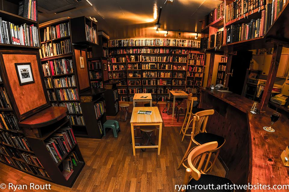 Hi everyone, just want you all to know, Infinity books, the truly last independent used English bookshop in Japan is still open by the skin of our teeth, our bricks and mortar shop is still here,  as is our online site, but we are asking u all to put the word out! Thx! https://t.co/SFd4qpkYRE
