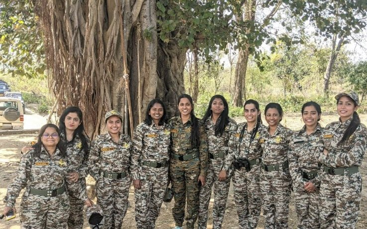 Good to see cheerful bright lady IFS officer trainees of 2020 batch in their field dress. Had a chance to interact with them during their 14 km walking test in Delhi. Wish they complete their training with flying colours.  @LadyIFSOfficers @CentralIfs