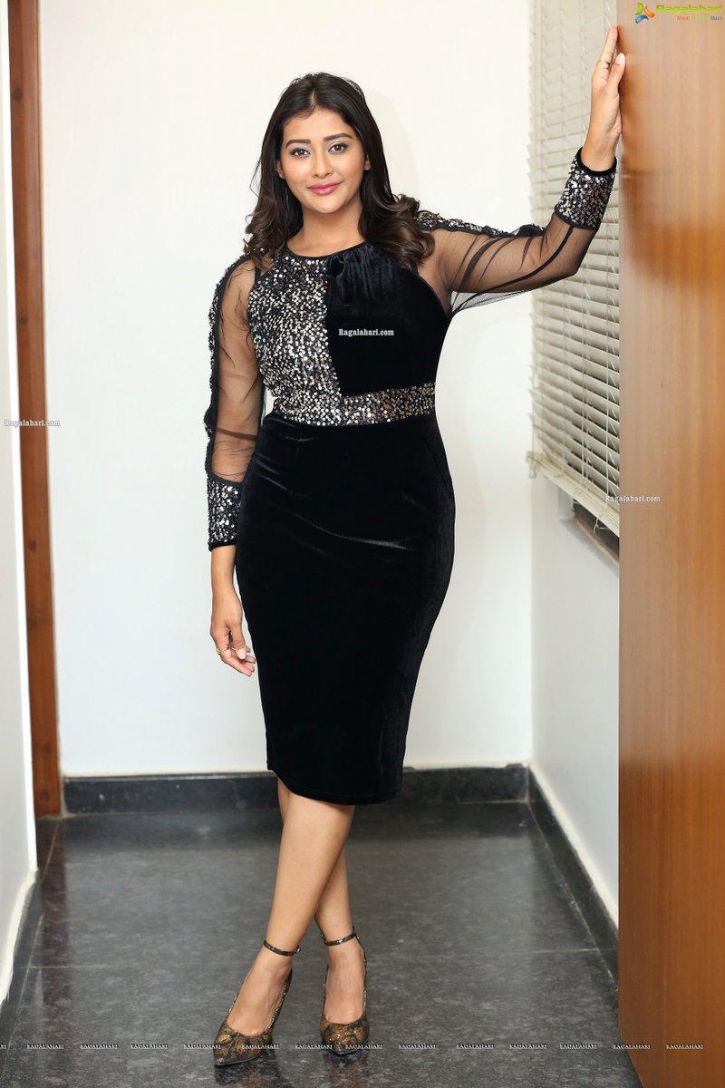 Looking Damn beautiful! 👌  Pooja Jhaveri Latest Photoshoot Stills -   #PoojaJhaveri #Beautiful #Photoshoot #Cute #Smile #RagalahariPhotos