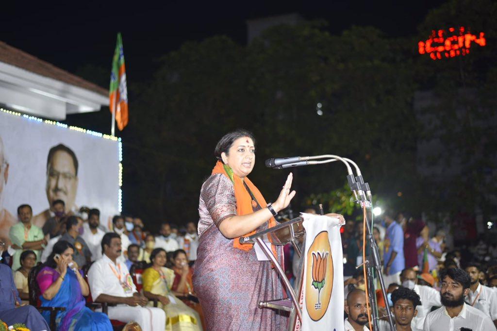 Union Minister @smritiirani ji inaugurated the concluding ceremony of the Kottayam leg of #KeralaVijayaYatra. The reception for Vijaya Yatra was overwhelming. And we will see a tectonic shift in Kerala's politics by the time the historic Yatra reaches Thiruvananthapuram.