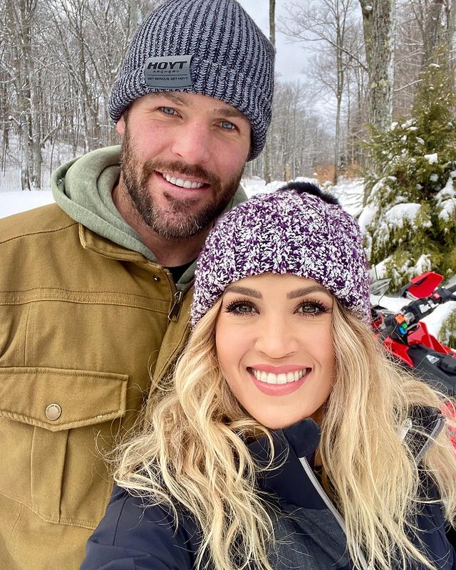 Happy #TWOSday from this country couple that we'll never stop loving 💜 🔁 @CarrieUnderwood   #CompleteCountry #CountryMusic #Country #CarrieUnderwood #Goals