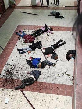 (Imágenes) Cinco estudiantes de una universidad en Bolivia mueren caer al vacío tras desprenderse una baranda Evfw6GuWgAMkmVE?format=jpg&name=360x360