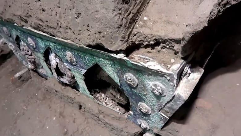 كنز أثري آخر.. اكتشاف عربة رباعية العجلات في بومبي بإيطاليا بحالة سليمة بالكامل تقريبًا
