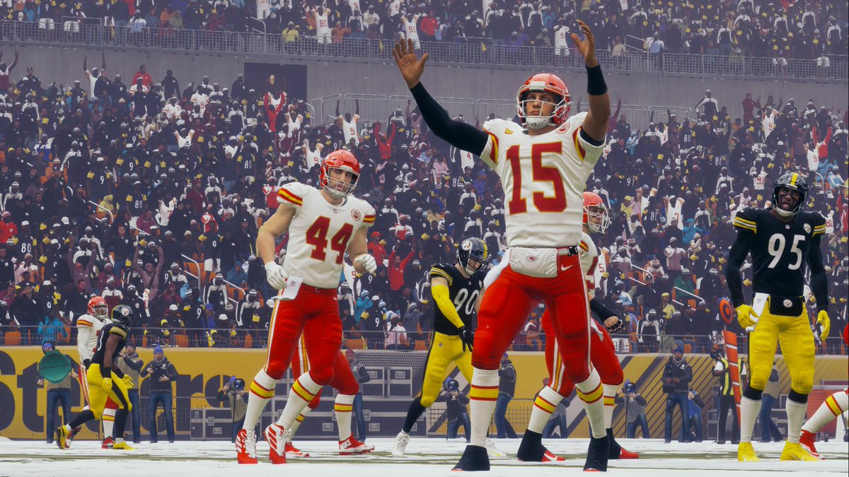 Patrick Mahomes and the offense were faced with a behemoth of a challenge, going up against the league's best defense. Going 18-28, 184 YDS and 1 TD, Mahomes was able to do just enough to keep the Steelers defense on the heels. https://t.co/cRS2XnRd4b