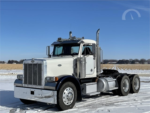 "Sells Tomorrow on @auctiontime | Bid Now!  ☑️ 475 HP CAT ☑️ 230k Miles Since Overhaul ☑️ 8 Spd ☑️ 205"" WB ☑️ Wet Kit  #TruckPaper #AuctionTime #Peterbilt #Peterbilt379 #DayCab"