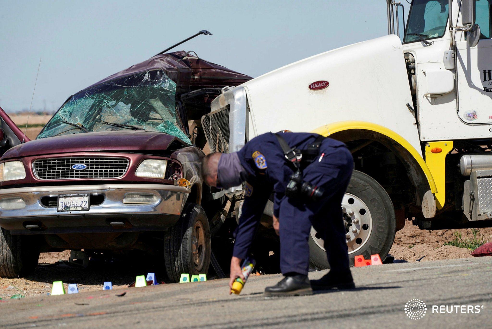 Accidente California, camioneta