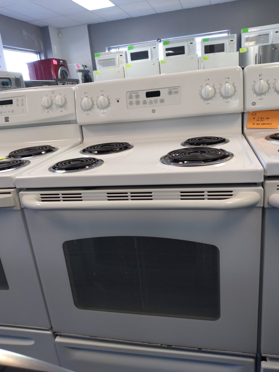 This just in: new coil electric ranges in-store and online!🤩 These stoves are classic, sturdy, and reliable additions to your kitchen! Come in today to pick out yours! #shoplocal #shopsmall #smallbusiness