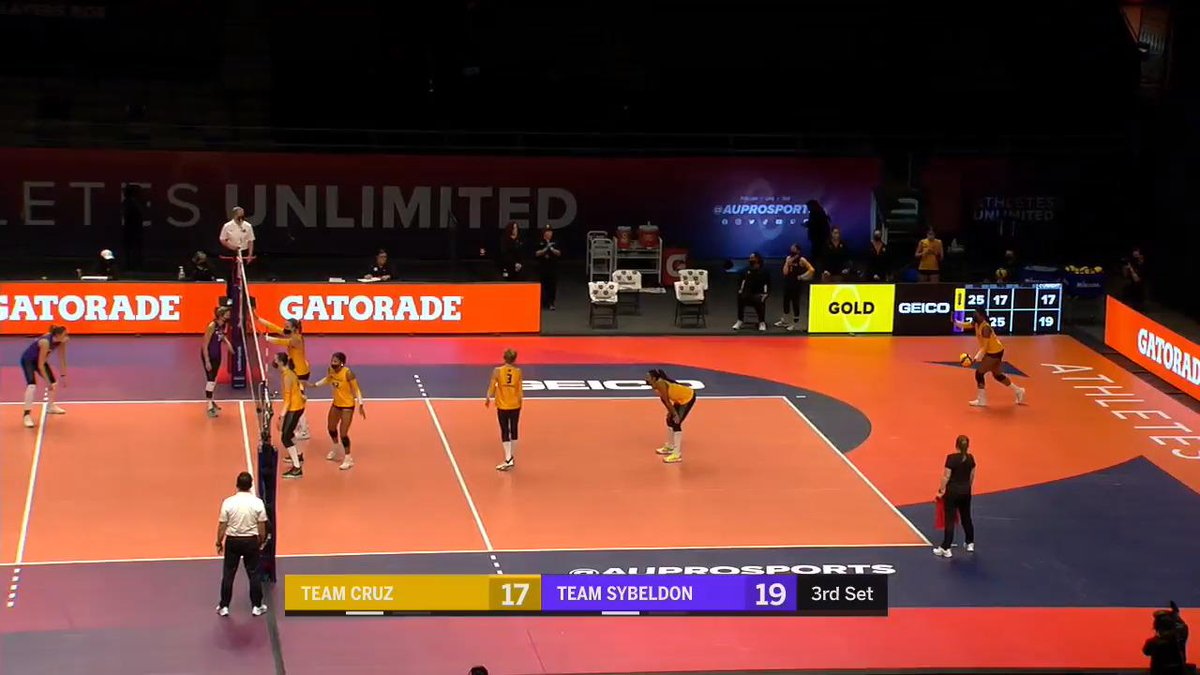TOP PLAYS: Athletes Unlimited #Volleyball Week 1.  The inaugural round of delivered some great actions from players like Jordan Larson, Bethania De La Cruz & Karsta Lowe.  FULL STORY: https://t.co/vaaQTrOQtd  @AUProSports https://t.co/QygIlXMnzT