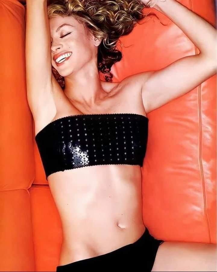 Sonriente @PaulinaRubio 😃🔥 #musica #pop #YouTubeMusic #fire #calor #sexy #TheGoldenGirl #Smile #YouTube #mexico #madrid #brasil #lachicadorada #music #beauty #siguemeytesigo #PaulinaRubio  #Spotify  Link ⬇️