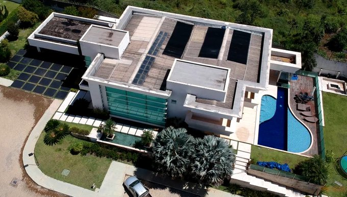 A farsa desmascarada da família Bolsonaro
