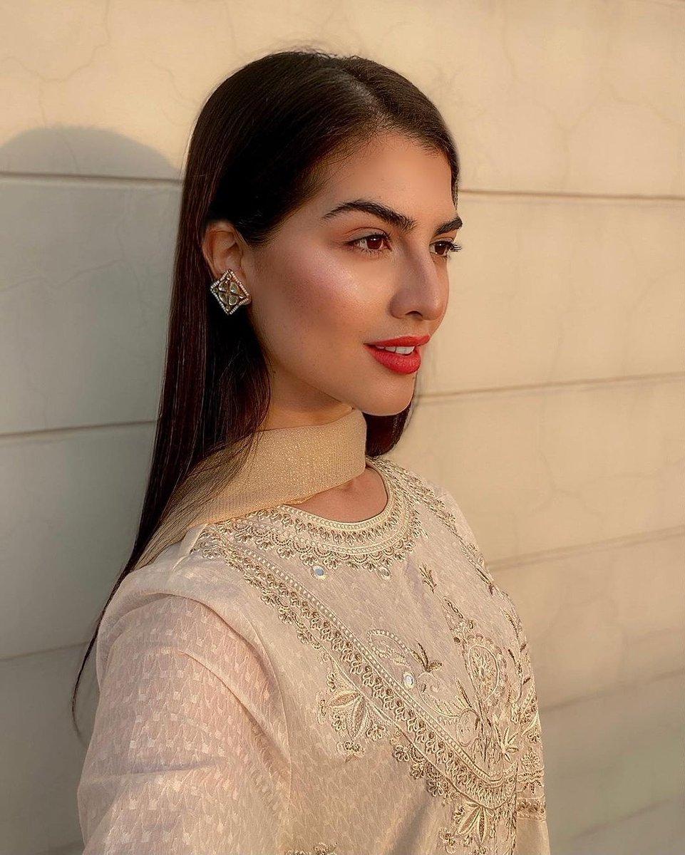 Model #JaniraIder flaunts her stunning eastern look, isn't she gorgeous? 😍  #happening #entertainment #celebrities #celebrity #media #showbiz #fashion #fashionpakistan #lollywood #pakistanifashion #pakistanfashion #Pakistan #stylish #model #modeling #style #gorgeous