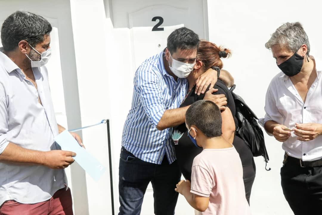 Carmen de Areco: Villagrán entregó viviendas del Barrio Cooperativa